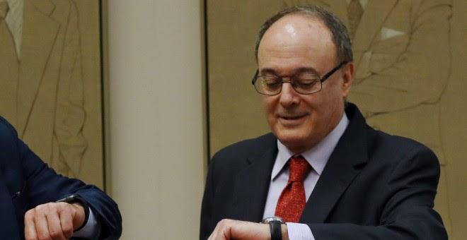 El gobernador del Banco de España, Luis María Linde, poco antes de su comparecencia ante en la Comisión de Economía del Congreso para presentar el informe Anual del Banco de España.EFE/Sergio Barrenechea