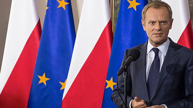 Tusk: próba zamachu stanu nielegalnymi metodami. Nie będzie dymisji Sienkiewicza