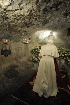 http://vultus.stblogs.org/assets_c/2010/05/Pope%20Benedict%20XVI%20malta60-thumb-229x344-6541.jpg