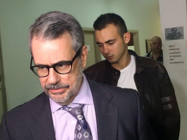 Allan foi até a delegacia acompanhado de seu advogado em Santos (Foto: Guilherme Lucio da Rocha / G1)