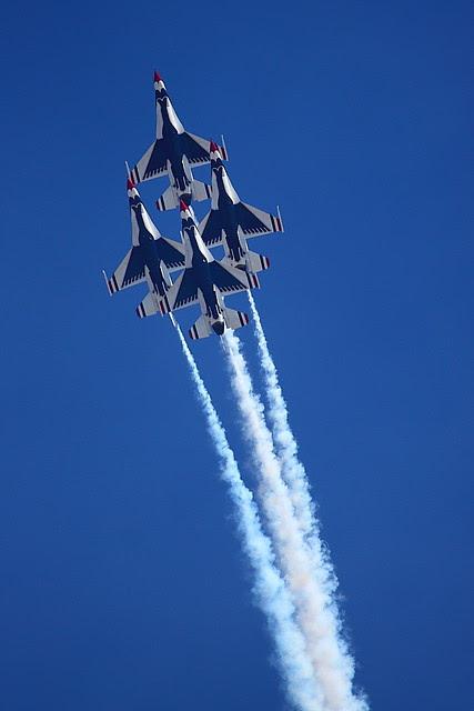 IMG_3148 Thunderbirds, Travis AFB Air Show