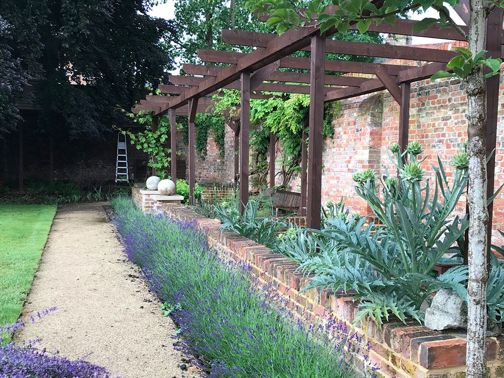 Garden Design And Landscaping In Staines Middlesex Surrey And London The Outside Design Company
