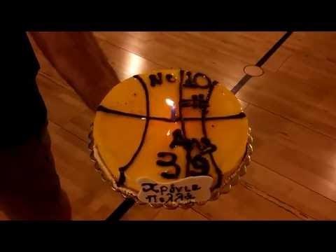 Γιόρτασε με την ακαδημία της ΔΕΚΑ τα γενέθλιά του ο Νίκος Χατζηβρέτας-Δείτε το βίντεο