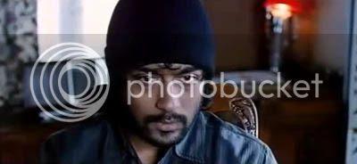 http://img.photobucket.com/albums/v252/BollyNuts/Vaaranam%20Aayiram/48.jpg
