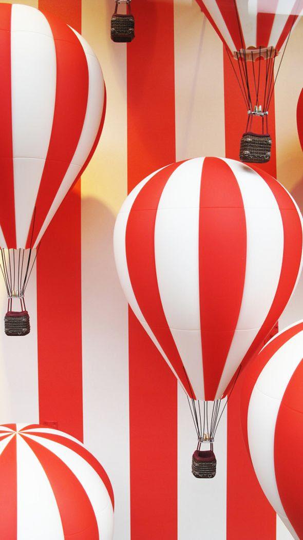 photo best-window-displays_louis-vuitton_2013_hot-air-balloon_03-533x950.jpg
