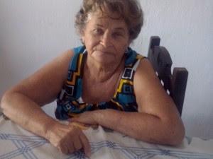 Francisca do Nascimento quer tirar corpo de sepultura da família (Foto: Edna Maria/Arquivo Pessoal)