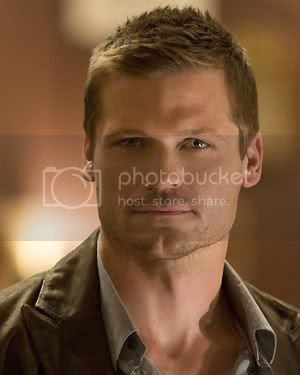 Bailey Chase [click to enlarge]