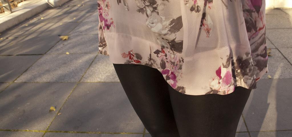 superhero leggings, liquid black leggings, florals, chiffon, gray boots, ootd, outfit blog, dash dot dotty