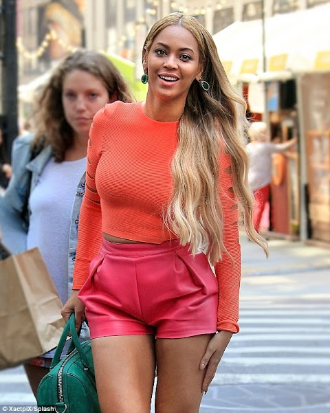 Beyoncé Knowles shows off her Hot legs in hot pink shorts and crop top .