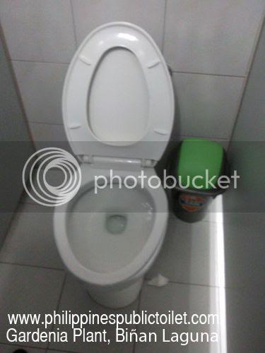 photo philippines-public-toilet-gardenia-laguna-01.jpg