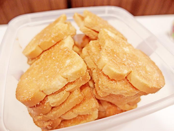 garlic toast bread close