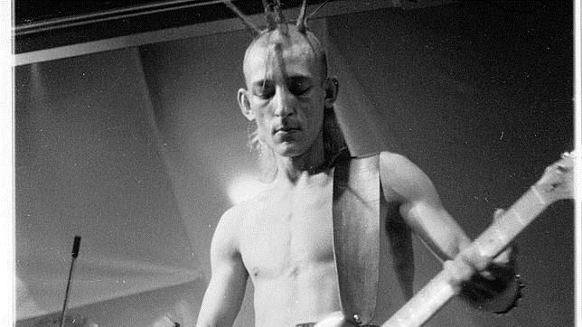 Enrique Sierra, de Kaka de Luxe en aquel momento, luego seria bajista también de Radio Futura