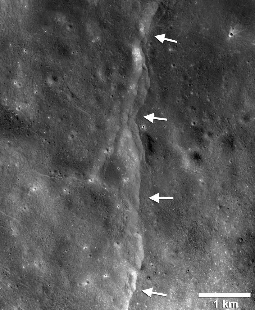 falhas na lua
