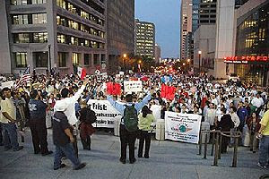 Thousands gather in favor of immigrants rights...