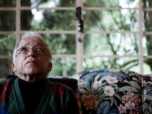 Nelson Ned se diz emocionado ao recordar sua carreira na música brasileira  (Foto: Caio Kenji/G1)