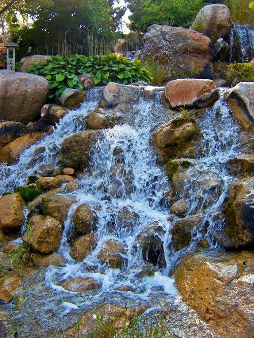 Интересные идеи садовых водопадов