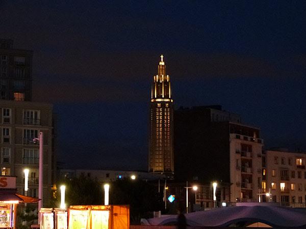 tour d el'église la nuit