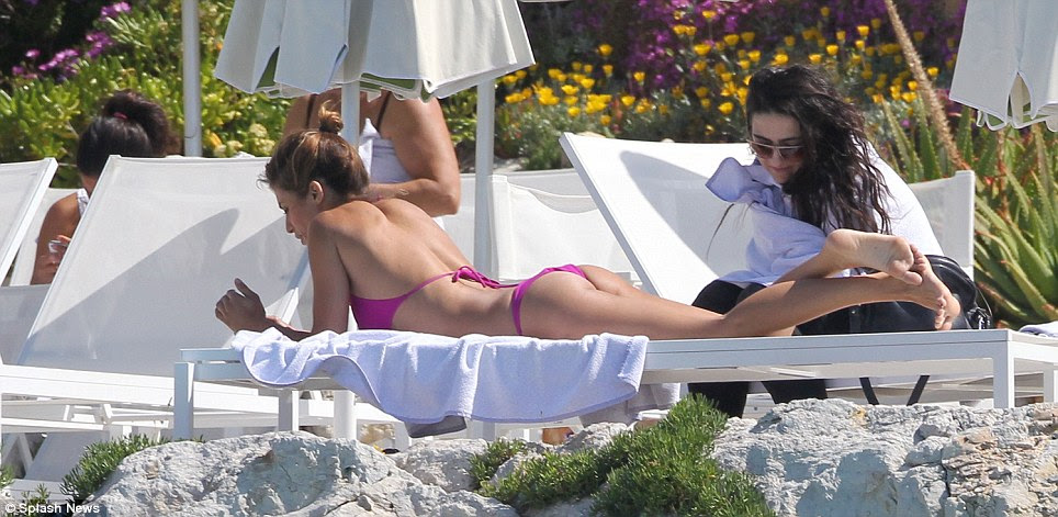 Peachy: Elisabetta showed off her enviable curves in the pink two-piece