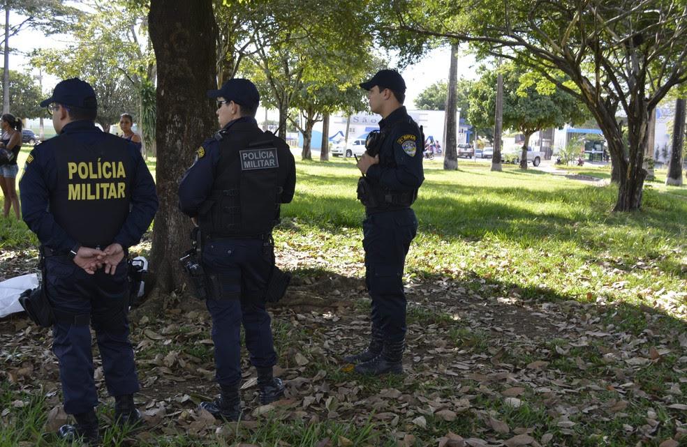 Corpo foi achado por moradores nesta quinta-feira (Foto: Jeferson Carlos/G1)