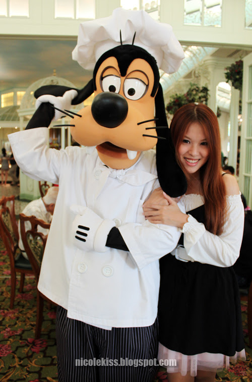 chef goofy playing with his ear