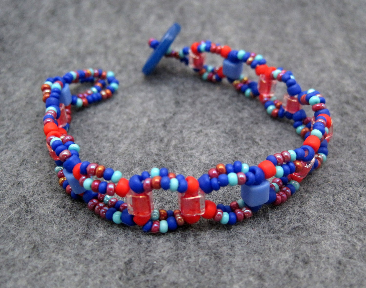 Beaded Bracelet - Red and Blue by randomcreative on Etsy - randomcreative