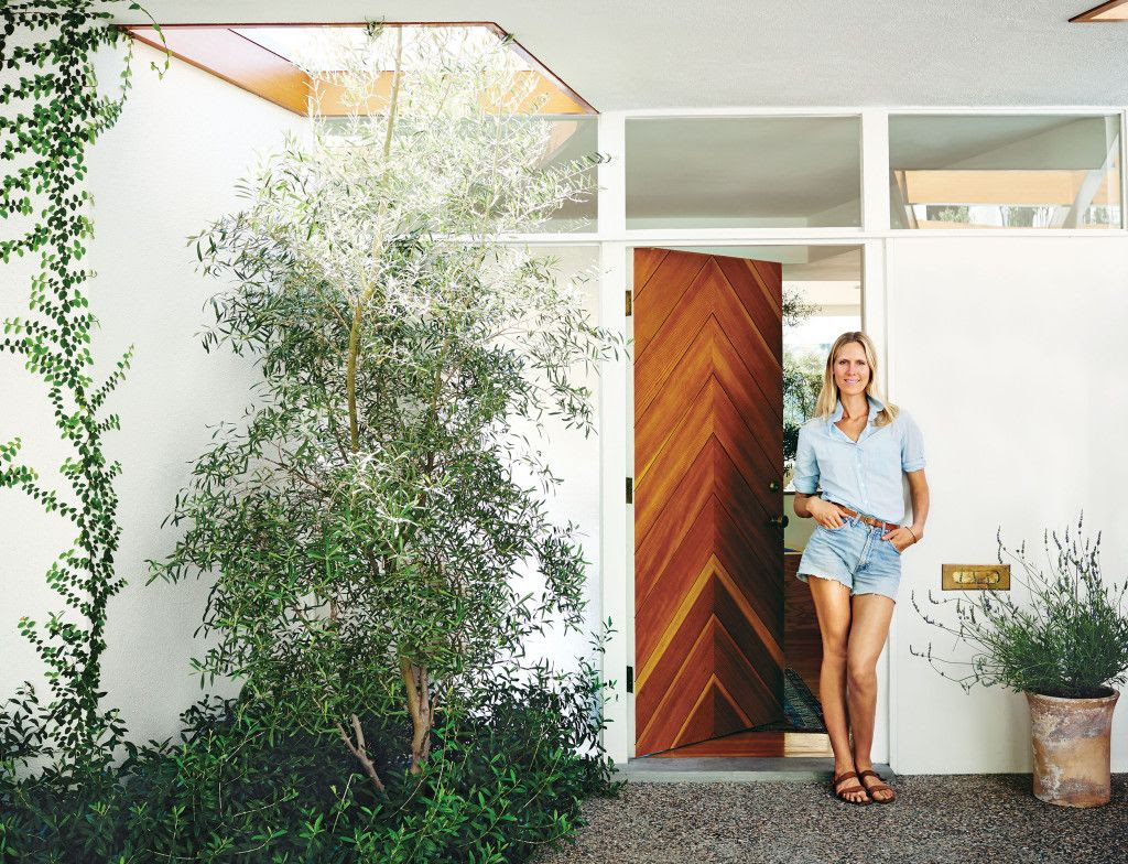 Le Fashion Blog -- Fashionable Home: Jessica De Ruiter's Mid-Century Modern Silver Lake Oasis -- Chambray Denim on Denim look -- Chevron Wood Door -- Via C Home -- photo 3-Le-Fashion-Blog-Fashionable-Home-Jessica-De-Ruiter-Mid-Century-Modern-Silver-Lake-Chevron-Wood-Door-Via-C-Home.jpg