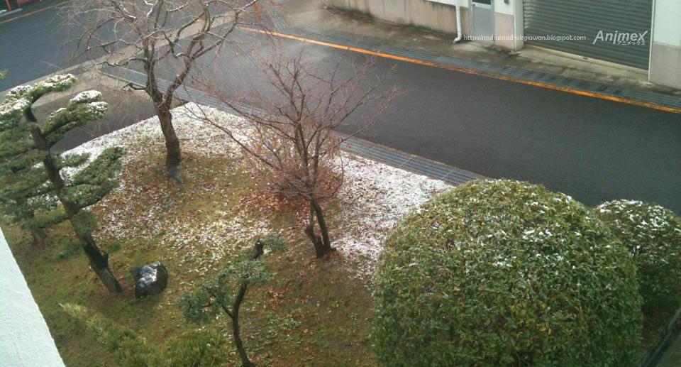 Snowing Japan
