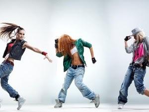 En la República Dominicana se ha puesto muy de moda el género dembow, el reggaetón, el dancehall, el hip hop y la llamada salsa dominicana.