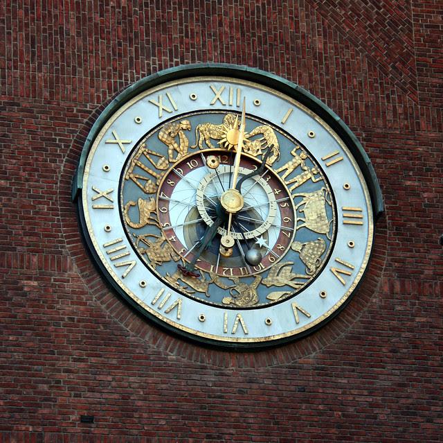 IMG_2980 Oslo City Hall clock