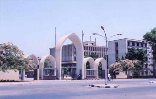 http://gate.ahram.org.eg/Media/News/2013/4/29/2013-635028423403401263-340_main.jpg