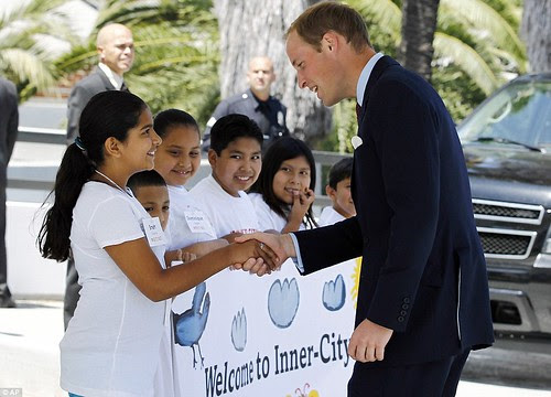 Royal snail  Kate races ahead with her painting at Inner-City Arts  campus whilst William is slow off the mark  2