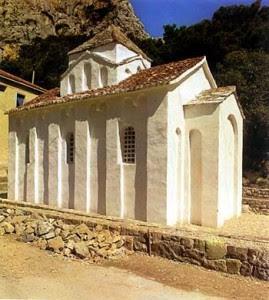Црква Св. Петра у Прику код Омиша (друга половина XI века), испред које се неретљански владар Славац судио око 1090. године са хрватским тепчијом Љубомиром.