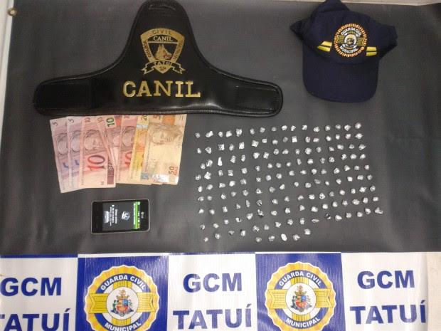 Com o suspeito foram apreendidas 149 pedras de crack. (Foto: Divulgação / GCM de Tatuí)
