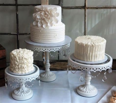 How To Decorate A Fondant Wedding Cake   Decoratingspecial.com
