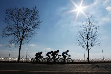 Varios ciclistas durante una competición. | Enrique Calvo