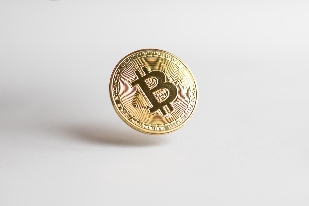Crypto speculators rush to futures market ahead of SEC decision on bitcoin ETF - WSJ