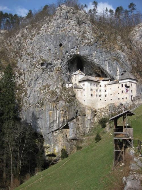 5. Kastil Predjamski