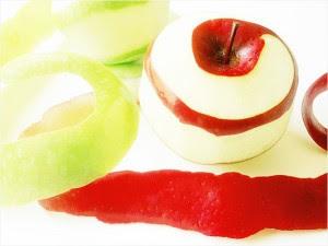 perierga.gr - Καθαρίζοντας ένα μήλο σαν... επαγγελματίας!