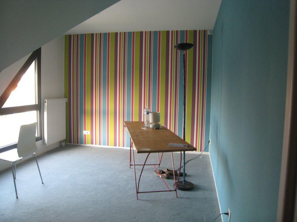 id e d co n 8 une chambre avec un papier peint graphique. Black Bedroom Furniture Sets. Home Design Ideas