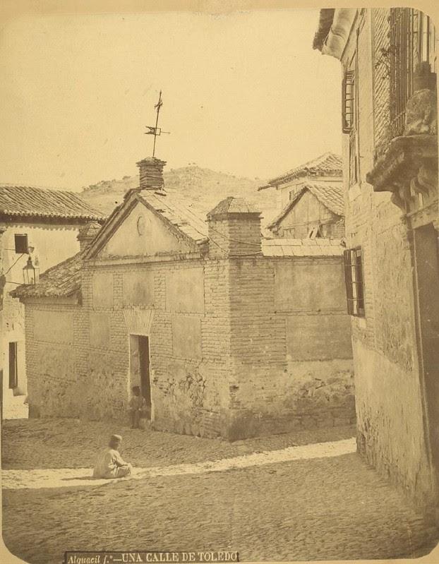 Plaza de Las Fuentes hacia 1875. Fotografía de Casiano Alguacil © Museo del Traje. Centro de Investigación del Patrimonio Etnológico. Ministerio de Educación, Cultura y Deporte