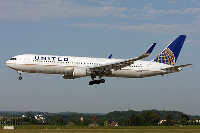 United Airlines Boeing 767-322 ER N670UA (msn 29240) ZRH (Andi Hiltl). Image: 912606.