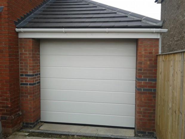 single garage doorCool Garage Door Art Ideas
