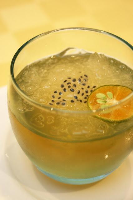 Chilled Lemongrass Jelly in Lemonade (new)