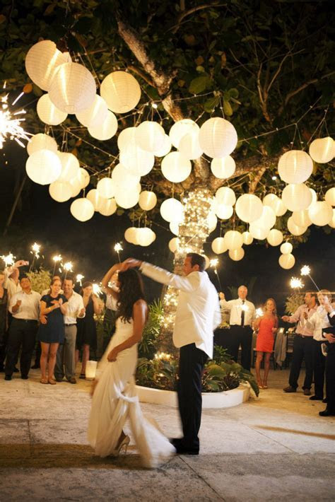 10 outdoor wedding twinkle lights