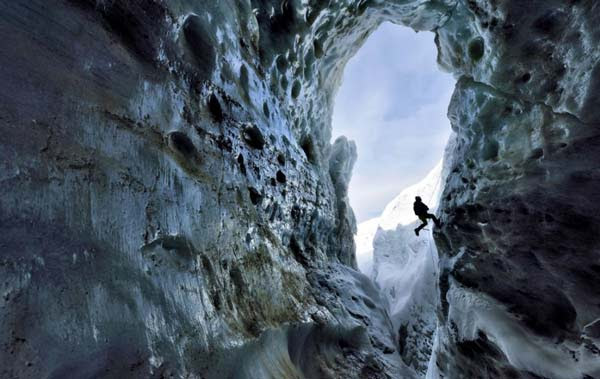 perierga.gr - Ταξίδι στο εσωτερικό ενός παγετώνα!!!