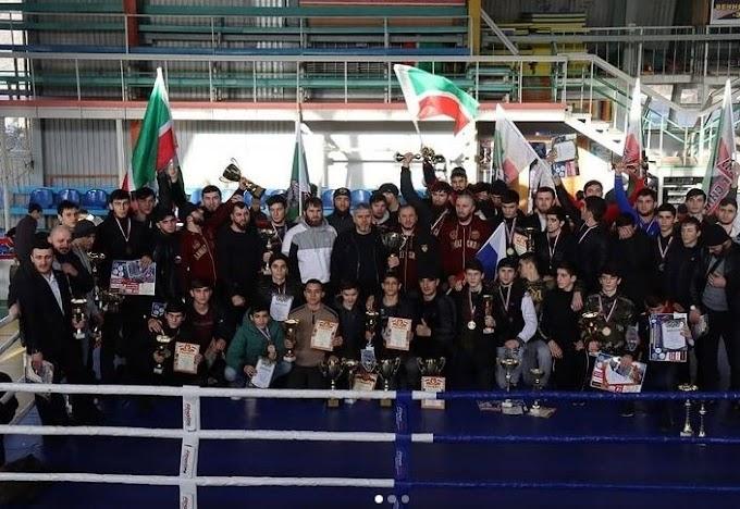 """Представители клуба """"Ахмат"""" завоевали 19 золотых медалей на чемпионате и первенстве СКФО по кикбоксингу"""