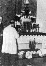 Húsvéti ételek szentelése a templomban (Domaháza, Borsod-Abaúj-Zemplén m.)