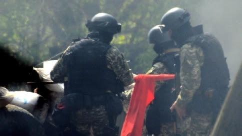 Rapiti 3 agenti forze speciali di Kiev Donetsk, filorussi occupano sede tv