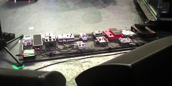 Kevin Shields Pedal Board Sydney 2013 Sounds Better With Reverb  My Bloody Valentine – Live In Oz