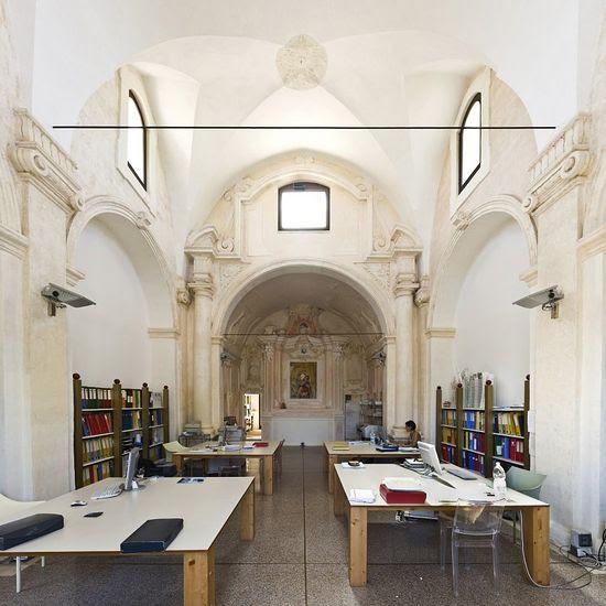 Εδώ είναι η ανάπτυξη σύγχρονων σπίτι;  Εκκλησία της Madonna del Carmine στην Καλλίπολη σήμερα είναι το αρχιτεκτονικό γραφείο